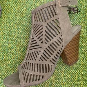 Open-toed heels